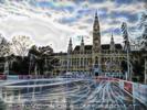 Wiener Rathausplatz - Eislaufen kann man überall