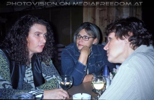 Wiedersehen 1974 - 2002 (2): Renate L.,Karin G.,Susanne G.