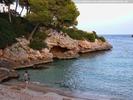 Strand und Felsen