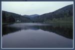 Der angrenzende See...