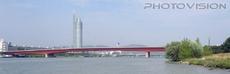 Blick von der Donau  aus auf Milleniumtower