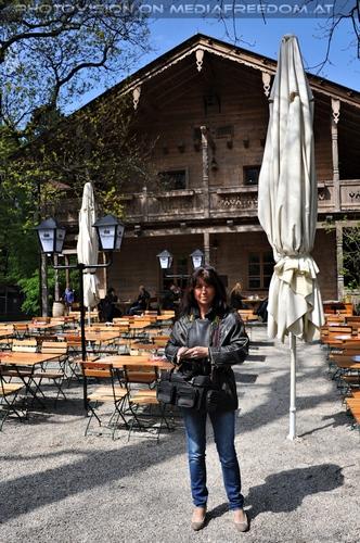 Vor dem Tiroler Hof: Eva D.