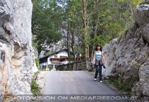 Beim Sebastian Wasserfall 01: Eva D.