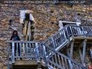 Auf der Treppe in die Ruine