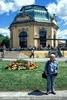 Vor dem Kaiser Pavillon
