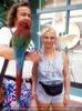 Süaß mit Papagei und Kakadu
