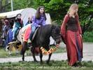 Mittelalterliches Pony reiten