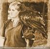 Falknerin mit nervösem Adler