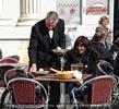 Das lustige Wiener Madl im Gloriette Cafe