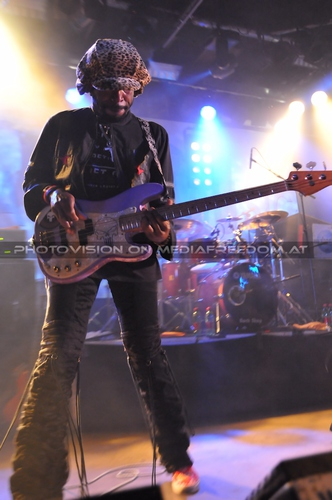 Right here, right now - Tour Pix 08: Wyzard