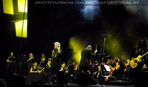 Love hurts: Bohemian Symphony Orchestra,Dan McCafferty