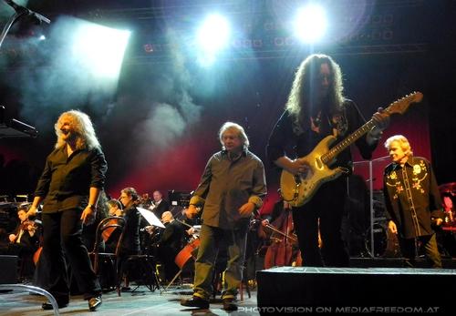 Smoke on the water - final: Bohemian Symphony Orchestra,Les Holroyd,Lou Garmm,Dan McCafferty