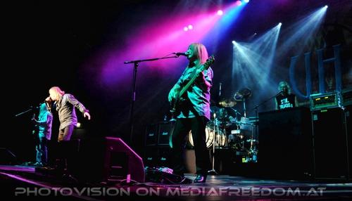 Heep live: Mick Box,Bernie Shaw,Trevor Bolder,Russel Gilbrook,Phil Lanzon