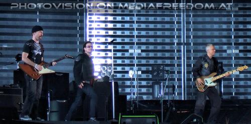 Vertigo 08: The Edge,Bono,Adam Clayton