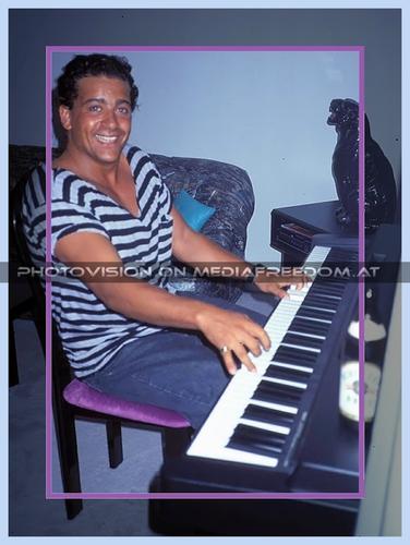 Piano Man: Tony Wegas
