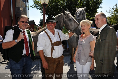 Rast beim Gasthaus Stangl 06: Willi Zagler,Max Dobretsberger,Eva Herzig,Johann Seitinger