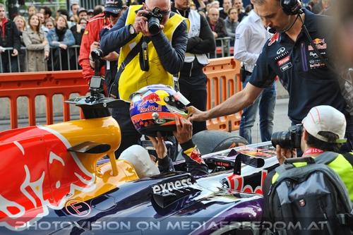 Showrun Pix 73: Daniel Ricciardo,Red Bull RB8